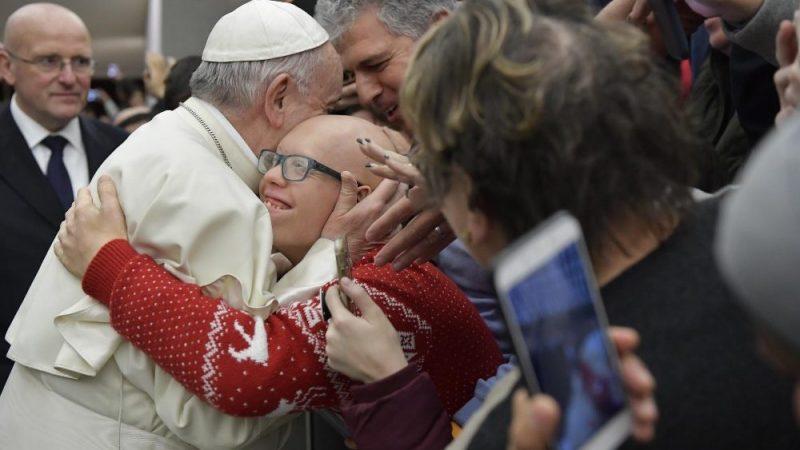 """""""É um escândalo ir à igreja e odiar os outros"""""""