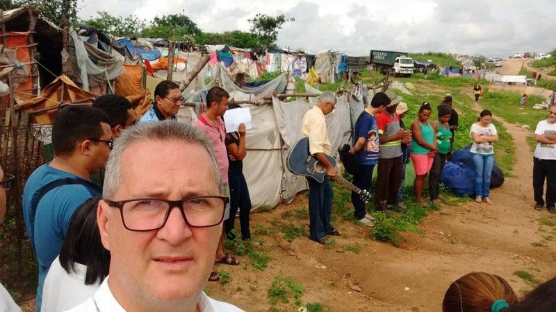 VISITA ÀS FAMÍLIAS NO LIXÃO DE CRATEÚS.