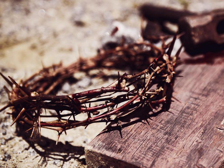Por que Jesus precisou se tornar humano para nos salvar?